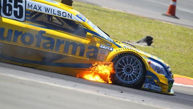Stock Car: princípio de incêndio no carro de Max Wilson na etapa de Nova Santa Rita, RS (Foto: Carsten Horst)