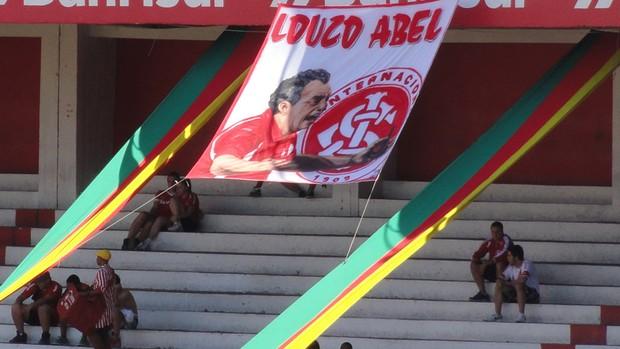 Bandeira em homenagem a Abel Braga (Foto: Eduardo Cecconi/Globoesporte.com)