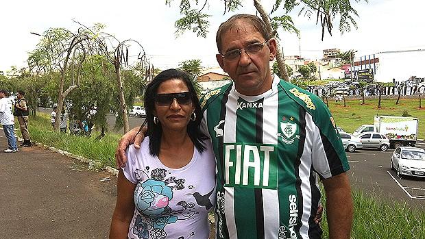 Torcedores do América-MG em Uberlândia (Foto: Andréia Cândido / GLOBOESPORTE.COM)