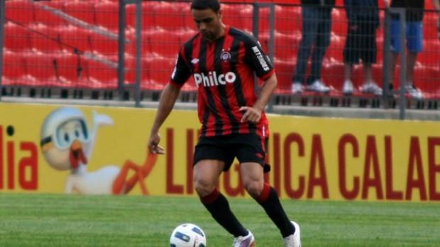Gustavo Araújo é suspenso e não joga o Atletiba
