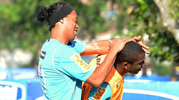 Ronaldinho e Willians no treino do Flamengo (Foto: Alexandre Vidal/Fla Imagem)