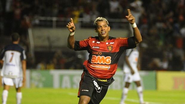 Marcelinho Paraíba comemora gol contra o Americana (Foto: Antônio Carneiro)