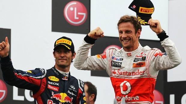 Ao lado de Webber, Button comemora a vitória no GP do Canadá (Foto: AFP)