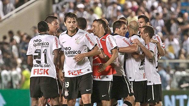 Jogadores gol Corinthians (Foto: Futura Press)