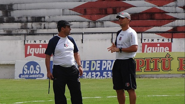Zé Teodoro e Sandro, Santa Cruz (Foto: Bruno Marinho / GloboEsporte.com)