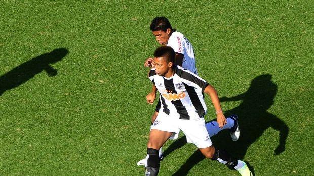 André, Atlético-MG, e Paulinho, Corinthians (Foto: Marcos Ribolli / Globoesporte.com)
