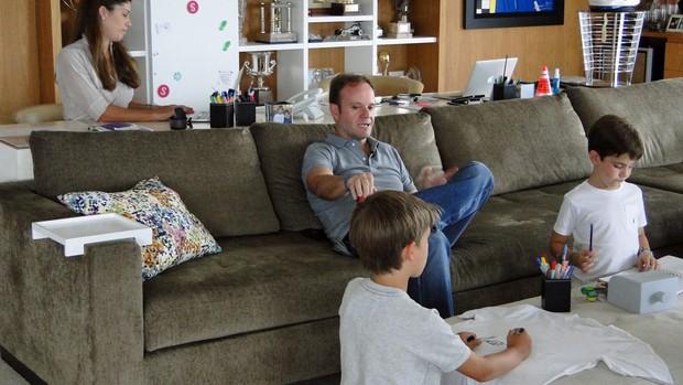 Rubens Barrichello em casa com a família (Foto: Rafael Lopes/GLOBOESPORTE.COM)