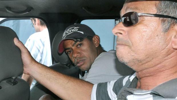 Marcelinho Paraíba sendo transferido para Penitenciária (Foto: Chico Martins / Futura Press / Ag. Estado)