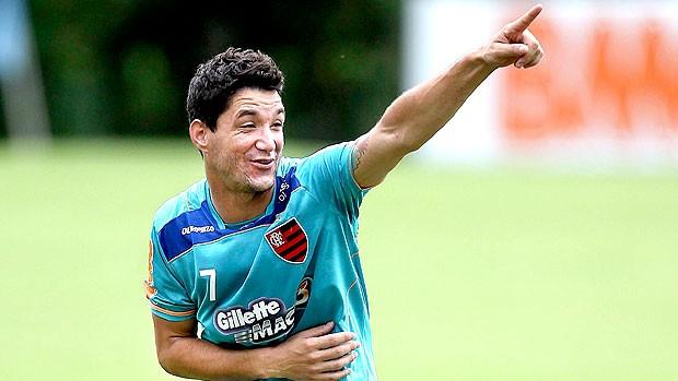 Thiago Neves no treino do Flamengo (Foto: Alexandre Cassiano / Agência O Globo)