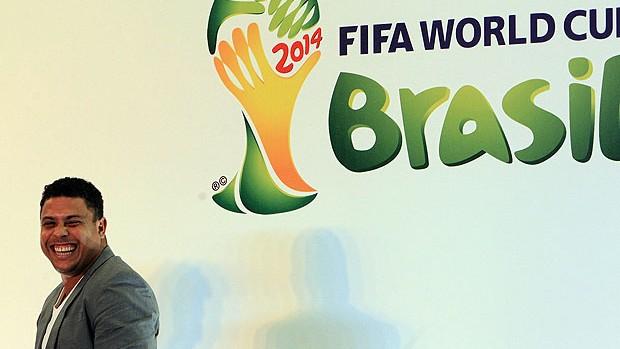 Ronaldo na coletiva sobre a Copa 2014 (Foto: EFE)
