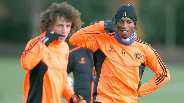 Drogba e David Luiz no treino do Chelsea (Foto: Reuters)