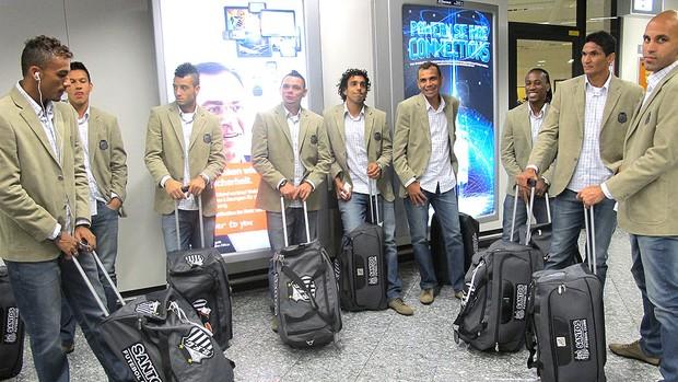 jogadores na escala do Santos na Alemanha (Foto: Adilson Barros / GLOBOESPORTE.COM)