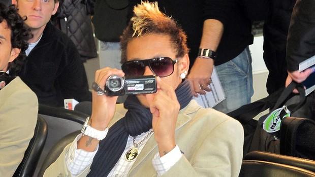 Neymar do Santos no Aeroporto de Frankfurt (Foto: Adilson Barros / Globoesporte.com)