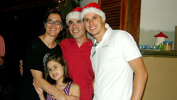 Bruninho com a família (Foto: Divulgação / Arquivo Pessoal)