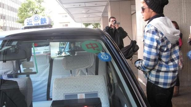 Neymar passeia de táxi (Foto: Thiago Dias / Globoesporte.com)