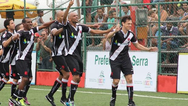 """Jogadores do Vasco comemoram com o """"Trem Bala"""" após título brasileiro de 7 Society (Foto: Divulgação/Anderson Mendes)"""