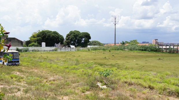 Torres do Estádio Humberto Reale, do São Bento, foram derrubadas (Foto: Colaboração/Guilherme Giovani)