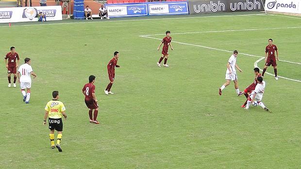 Nacional (de branco) x Vissel Kobe, pelo Future Champions (Foto: Lucas Catta Prêta / Globoesporte.com)