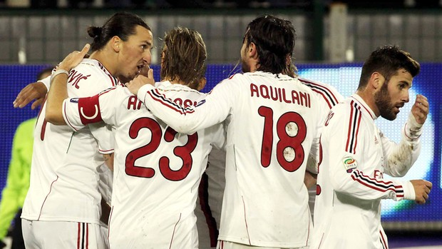 ibrahimovic  milan x Cagliari (Foto: AP)