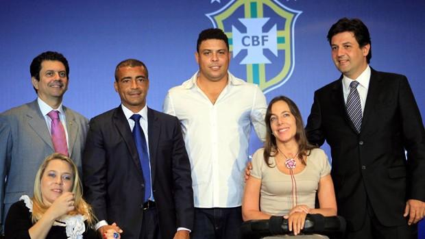 Otavio Lite, Rosinha da Adefal, Romario , Ronaldo, Mara Gabrilli e Mandetta coletiva (Foto: Cesar Loureiro / O Globo)