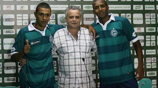 Peter e Marcos Paulo são apresentados no Goiás (Foto: Rosiron Rodrigues/Goiás E.C.)
