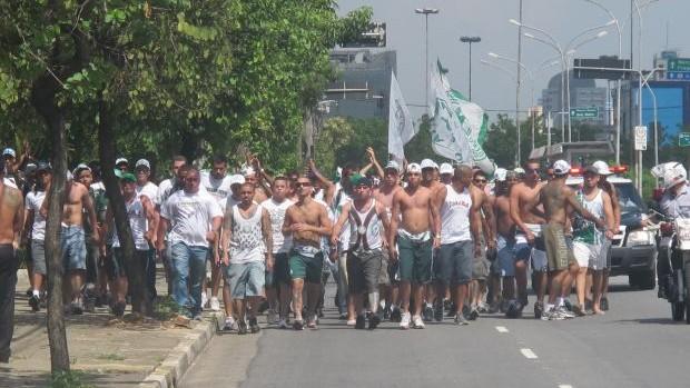 Torcida comparece em grande número para protestar no Palmeiras (Foto: Diego Ribeiro / Globoesporte.com)