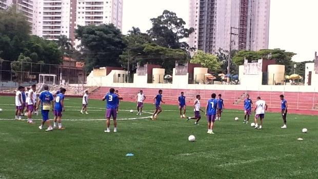 Garotada trabalhou fundamento na posse de bola e de finalização, na tarde desta quinta-feira (Foto: Divulgação Nacional)