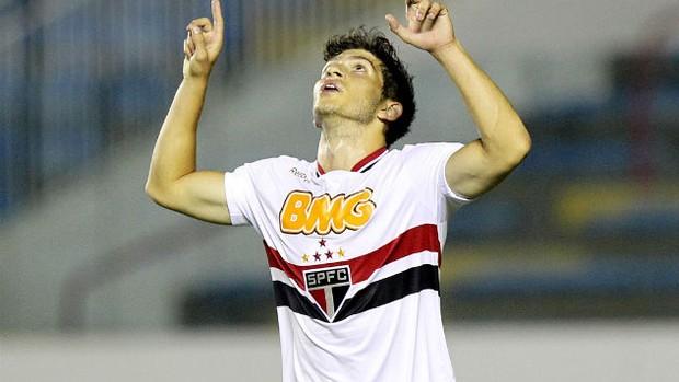 Lucas Farias comemora o gol marcado na goleada sobre o Palmas (Foto: Wander Roberto / VIPCOMM)
