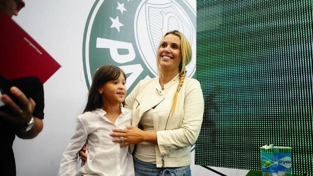 Sonia, a esposa, e Ana Julia, a filha, terão Marcos em casa a partir de agora (Foto: Marcos Ribolli / Globoesporte.com)