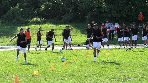 Rio Negro contratou alguns jogadores conhecidos como o zagueiro Ney Júnior (Foto: Frank Cunha /GLOBOESPORTE.COM)