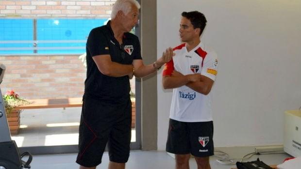 Emerson Leão conversa com Jadson, no São Paulo (Foto: Divulgação / São Paulo FC)