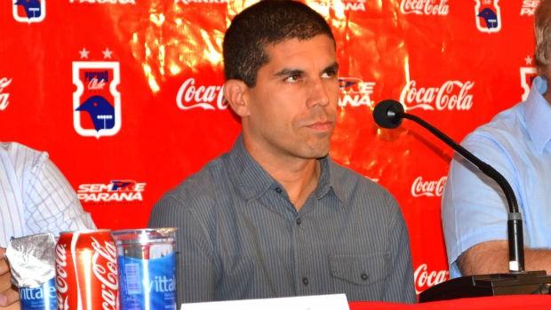 Ricardinho na apresentação no Paraná Clube (Foto: Jairton Conceição/RPC TV)