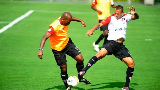 luis fabiano são paulo treino (Foto: Marcos Ribolli / Globoesporte.com)