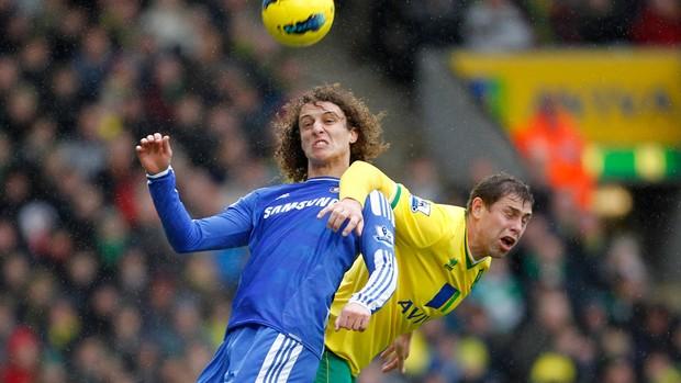David Luiz e Grant Holt, Norwich x Chelsea (Foto: AFP)
