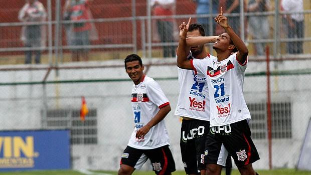 Dener gol Paulista x Portuguesa (Foto: Ale Vianna / Ag. Estado)
