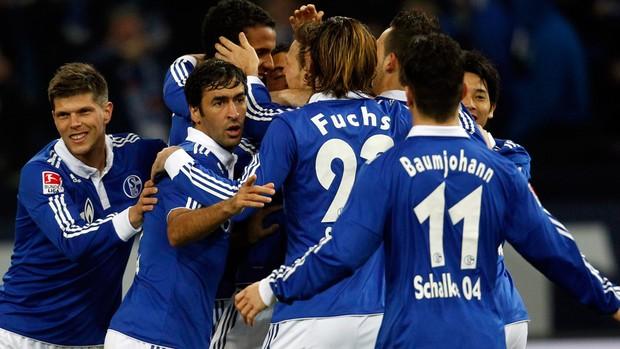 Schalke 04 comemora gol sobre o Sttutgart (Foto: Reuters)