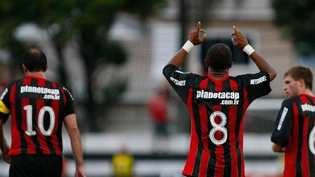 Ricardinho gol Atlético-PR (Foto: Ag. Estado)