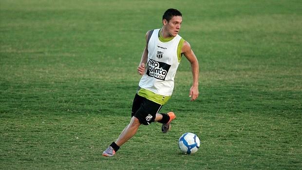 Javier Reina, meia colombiano já passou pelo Ceará (Foto: Natinho Rodrigues / Agência Diário)