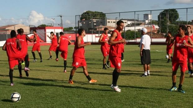 Treino River Plate-SE (Foto: Felipe Martins/GLOBOESPORTE.COM)