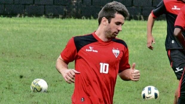 Elias, meia do Atlético-GO (Foto: Benedito Braga/O Popular)