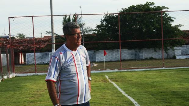 Dário Lourenço - técnico do Itabaiana no jogo (Foto: Felipe Martins/globoesporte.com)