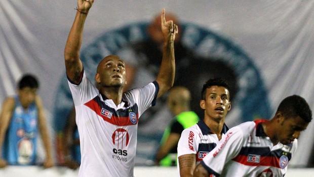 Souza comemora gol do Bahia sobre o Feirense (Foto: Felipe Oliveira/Agência Estado)