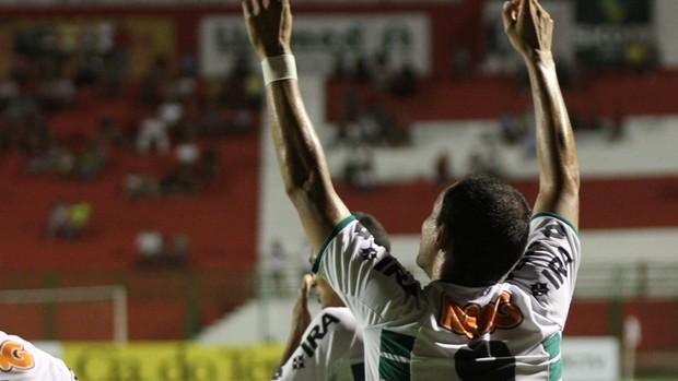 Marcel comemora vitória do Coritiba sobre o Paranavaí (Foto: Divulgação/site oficial do Coritiba Foot Ball Club)
