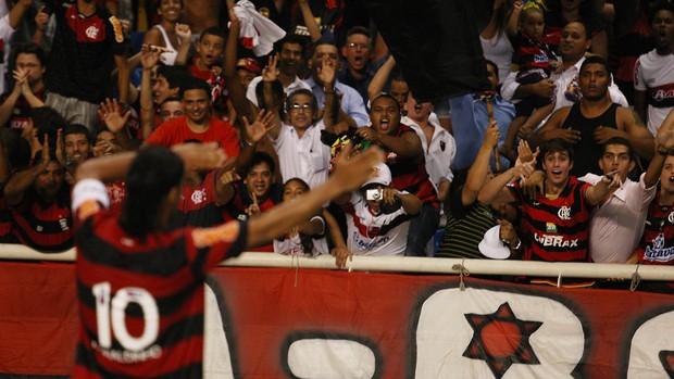 Ronaldinho comemora gol do Flamengo sobre o Real Potosi (Foto: Press 21/Tony Dias)
