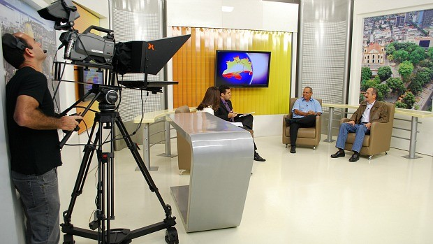 Ministro Aldo Rebelo participa do programa Bom Dia Amazônia, da TV Amazonas (Foto: Cassius Clay / Rede Amazônica)