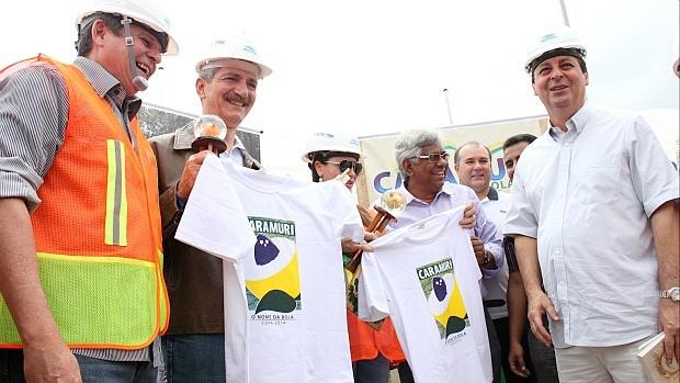 Visita do ministro do Esporte, Aldo Rebelo, à Arena da Amazônia (Foto: Anderson Silva/GLOBOESPORTE.COM)