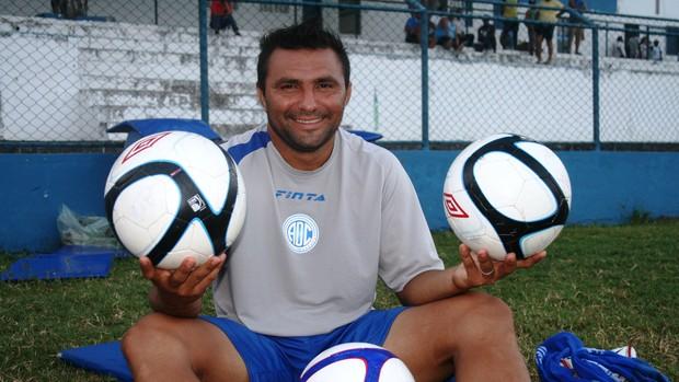 Cristiano Tiririca, atacante do Confiança (Foto: Felipe Martins/GLOBOESPORTE.COM)
