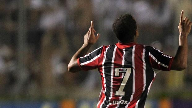 Lucas, do São Paulo, comemora gol contra a Ponte Preta (Foto: Gaspar Nóbrega / VIPCOMM)