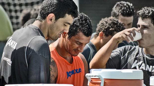 Mário Jara (ao centro) em treino pelo Santo André (Foto: Divulgação)