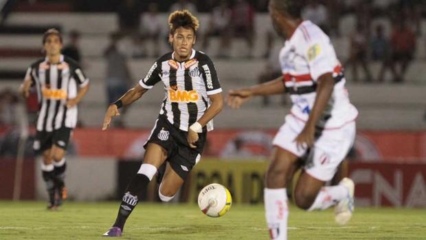 neymar botafogo-sp x santos (Foto: Célio Messias/Agência Estado)